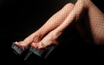 девушка, сетка, ножки, чулки, черный фон, каблуки, платформа, красная сетка