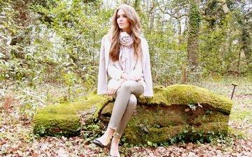 природа, листья, взгляд, осень, модель, сидит, каблуки, бревно, шарф, клара алонсо