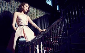 лестница, платье, брюнетка, фотограф, актриса, макияж, прическа, дэйзи ридли, the hollywood reporter, miller mobley