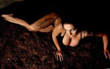 грязь, брюнетка, лежит, ноги, грудь, купальник, попка, enise ilani, enise, ilani