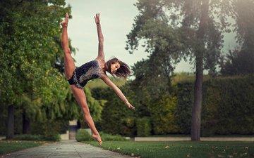 девушка, парк, прыжок, гимнастка, спорт, ножка, шпагат, samantha ay, саманта, фитнесс