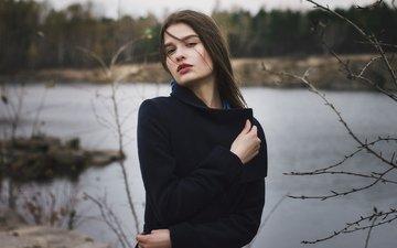 озеро, природа, берег, лес, девушка, настроение, портрет, ветки, взгляд, осень, красавица, холод, одежда, погода, шатенка, пальто, боке, молодая, хорошенькая, прикосновение, ветряная, жанна худякова, jeanne, иван копчёнов, российская