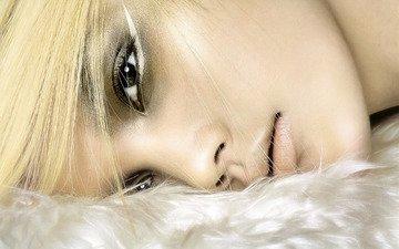 глаза, девушка, блондинка, взгляд, лежит, волосы, лицо, макияж, шея