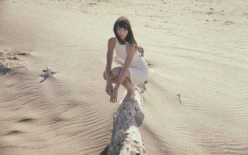 девушка, платье, песок, лицо, бревно