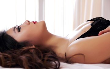 девушка, лежит, профиль, лицо, макияж, азиатка, ресницы, красные губы