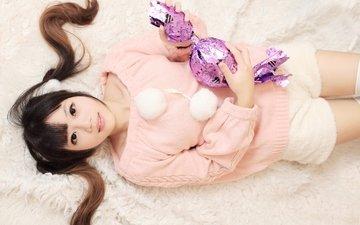 девушка, настроение, лежит, лицо, конфета