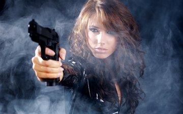 девушка, оружие, пистолет, взгляд, дым, волосы, макияж
