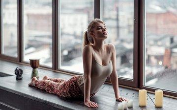 девушка, блондинка, окно, зарядка, йога, максим гусельников