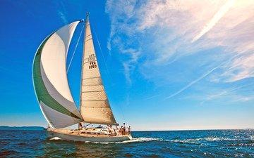 море, яхта