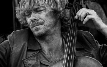 bw, musician, cellist