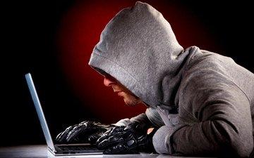парень, перчатки, блокнот, хакер, хищение данных, записные книжки