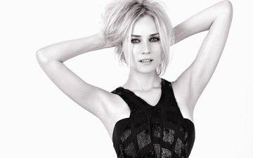 девушка, платье, блондинка, взгляд, черно-белая, актриса, белый фон, руки, черное, дайан крюгер, диана крюгер