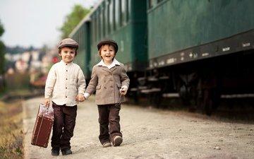 ретро, дети, поезд, маленькая, друзья, кепка, рубашка, чемодан, мальчики, дитя, друганы