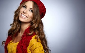 желтый, настроение, фон, улыбка, красный, шапка, макияж, прическа, красотка, шатенка, шарф, izabela magier, джемпер