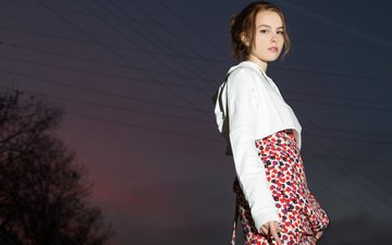 ночь, деревья, провода, платье, фотограф, актриса, певица, прическа, куртка, шатенка, бриджит мендлер, amber sterling