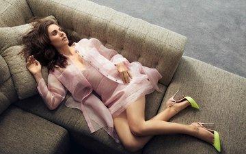 подушки, поза, лежит, ножки, актриса, фигура, туфли, фотосессия, шатенка, на диване, элисон бри, randall slavin, ny post