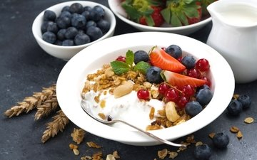 мята, орехи, клубника, ягоды, завтрак, смородина, мюсли, голубика, йогурт