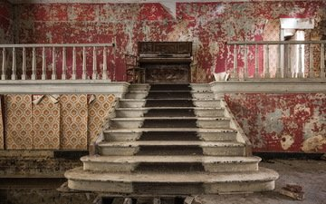 лестница, стены, пианино