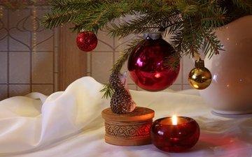 елка, игрушки, свеча, ежик, шкатулка