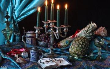 свечи, виноград, очки, часы, ракушки, бокалы, кувшин, чашки, перо, натюрморт, ананас