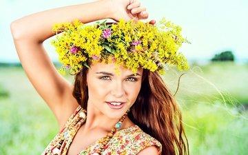 цветы, природа, девушка, платье, поле, лето, бусы, венок, шатенка, боке