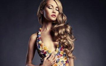 цветы, девушка, фон, платье, макияж, прическа, локоны, шатенка