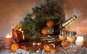 свечи, елка, конфеты, бокалы, подарок, шампанское, мандарины