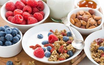 малина, ягоды, завтрак, молоко, миндаль, голубика, гранола