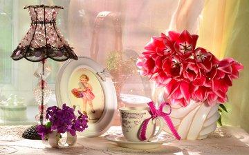 цветы, лампа, девочка, букет, тюльпаны, чашка, рамка, бантик, абажур