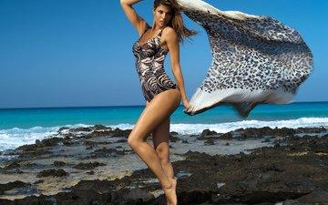 берег, море, поза, брюнетка, горизонт, модель, ветер, фигура, купальник, платок, стоит, analu campos, бразильская, feba, развевает