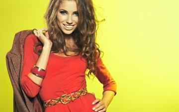 yellow, girl, background, dress, pose, smile, look, bracelet, belt, red, brown hair, izabela magier