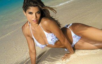 море, песок, брюнетка, лежит, модель, фигура, мокрая, бикини, в воде, analu campos