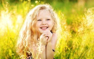 свет, трава, лето, радость, девочка, волосы, счастье, детство, смех