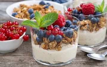 мята, малина, ягоды, стаканы, красная смородина, десерт, голубика, гранола