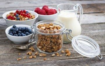 малина, завтрак, молоко, кувшин, смородина, голубика, гранола