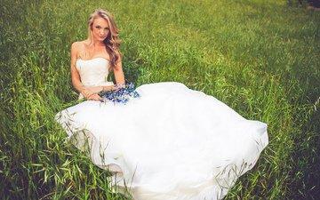 девушка, поле, лето, волосы, букет, невесты, белое платье, невеста, венчание, в платье