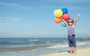 небо, море, песок, лето, шарики, ребенок, воздушные, неба, летнее, аэростаты, дитя