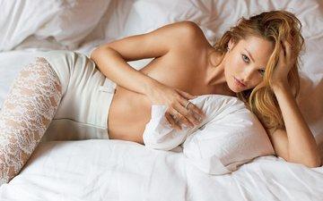 блондинка, взгляд, красота, красавица, модель, постель, супермодель, кэндис свейнпол