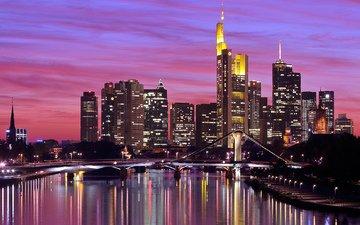 небо, огни, вечер, река, закат, отражение, мост, город, небоскребы, дома, подсветка, здания, германия, освещение, высотки, франкфурт-на-майне, deutschland, майн