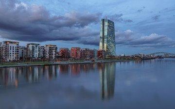 небо, вечер, река, тучи, отражение, город, дома, здания, германия, франкфурт-на-майне, франкфурт, deutschland, майн, european central bank