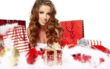 новый год, украшения, девушка, улыбка, игрушка, шар, подарок, праздник, рождество, локоны, елочные, шатенка, встреча нового года, елочная, пакеты