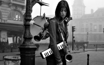 girl, brunette, paris, street, model, actress, singer, musician, musical instruments, french, charlotte gainsbourg