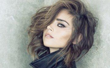 девушка, взгляд, волосы, лицо, актриса, шатенка, кареглазая, дженна коулман, кожаная куртка