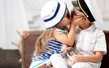 очки, дети, девочка, мальчик, нежность, поцелуй, шляпа, друзья, gевочка, воздушны поцелуй