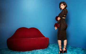 dress, brunette, chair, singer, makeup, hairstyle, figure, carpet, posing, is, charli xcx, boohoo, diamond wright