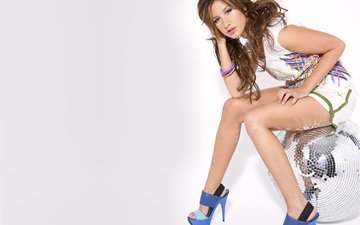 girl, ball, legs, heels, t-shirt, ashley tisdale