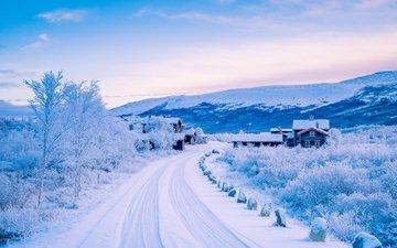 дорога, горы, снег, зима, домики, деревня, норвегия, норвегии, dovre, scandinavian mountains, довре, скандинавские горы