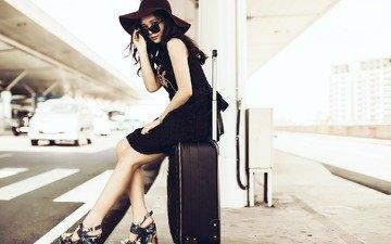 девушка, фон, чемодан