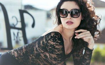 style, pose, glasses, neckline, andrea de cozar