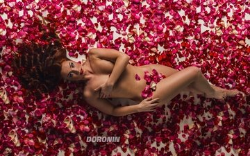girl, the view from the top, petals, look, lies, photographer, figure, nude, brown hair, sexy, on the floor, roses, denis doronin
